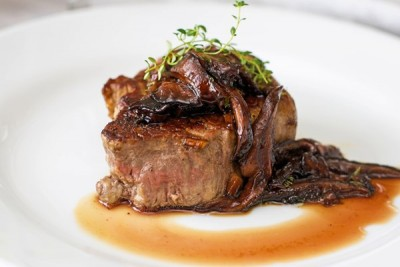 filet-mignon-with-mushroom-wine-sauce_40061